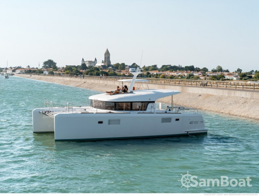 Alquiler Lancha Lagoon con título de navegación