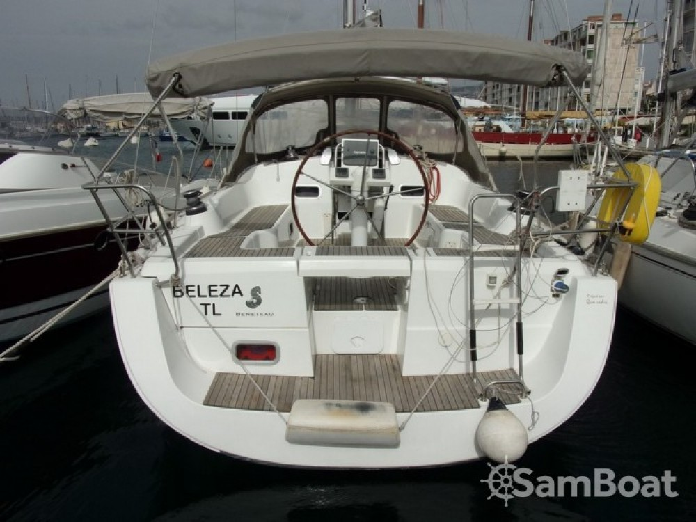 Alquiler de barcos Tolón barato de Oceanis 37