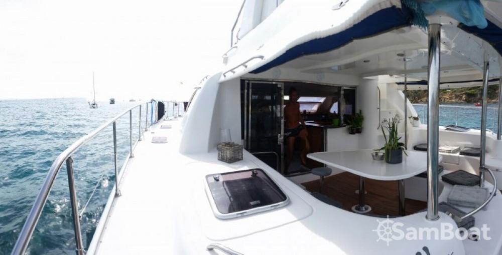 Alquiler Lancha Robertson and Caine con título de navegación