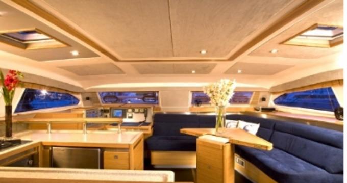 Alquiler de Catana Catana 50 Ocean Class en Marigot