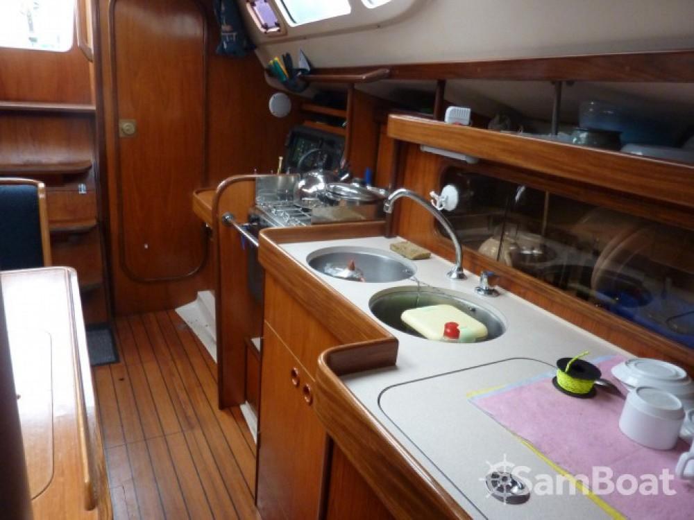 Alquiler de barcos Royan barato de Oceanis 320