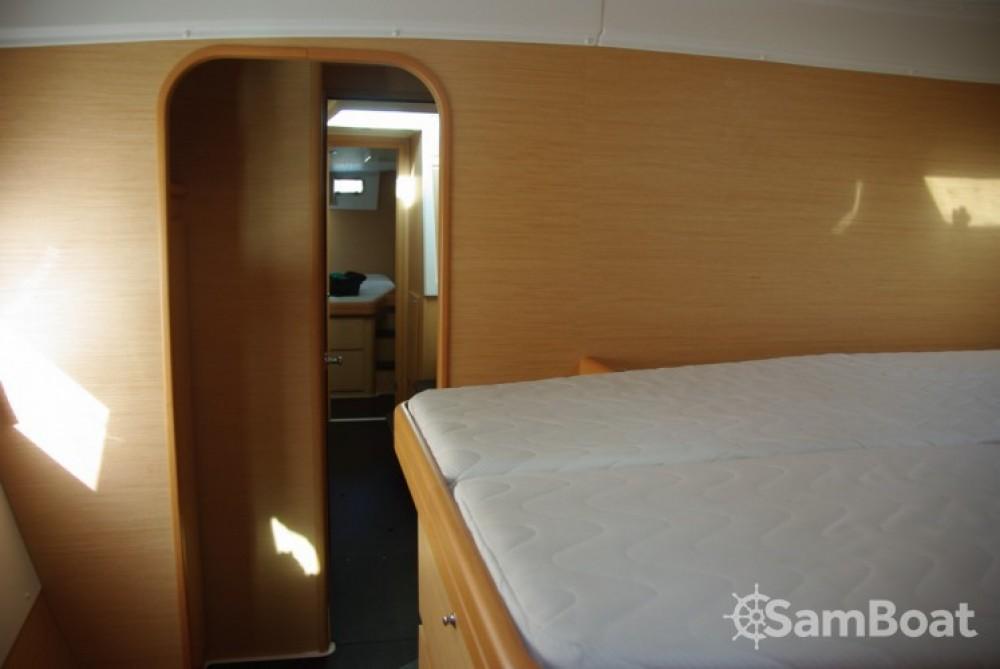 Alquiler de barcos Antibes barato de Lagoon 420