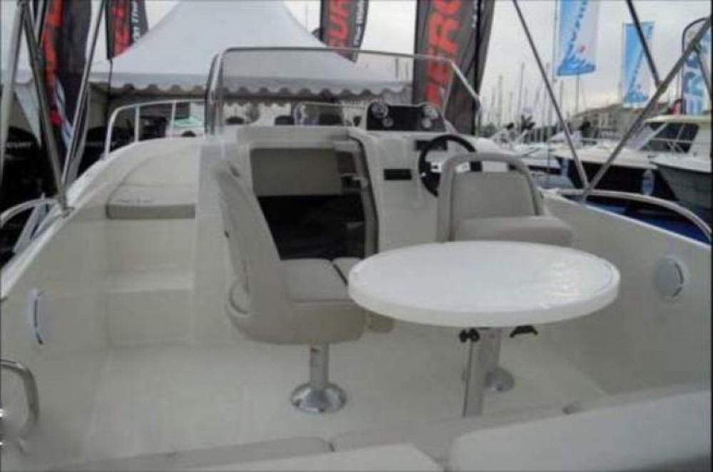 Alquiler de barcos Marsella barato de Activ 605 Sundeck