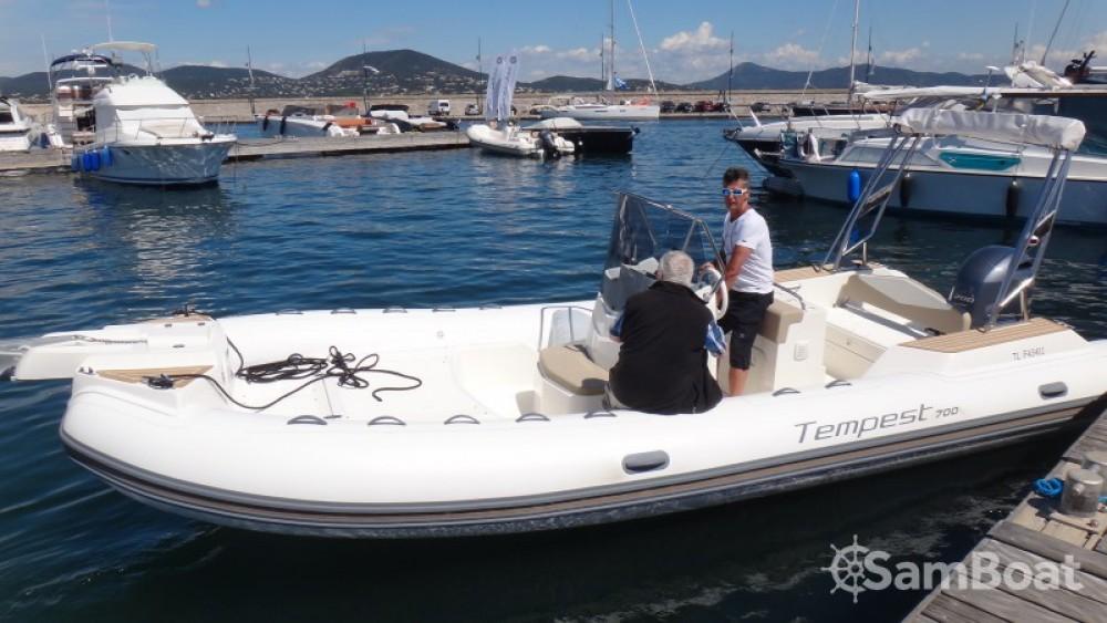 Alquiler de barcos Capelli Tempest 700 enSainte-Maxime en Samboat