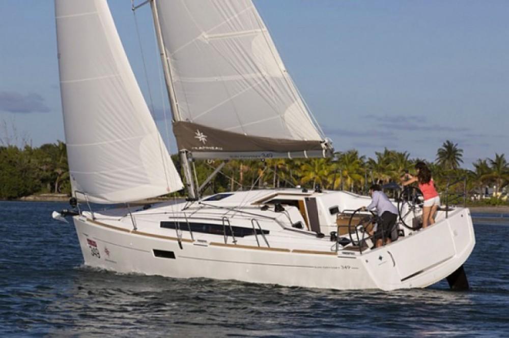 Alquiler de barcos Jeanneau Sun Odyssey 349 enArzon en Samboat