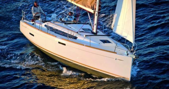 Alquiler de barcos Port du Crouesty barato de Sun Odyssey 389 DL