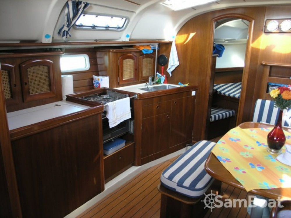 Bénéteau Oceanis 381 entre particulares y profesional Corfu