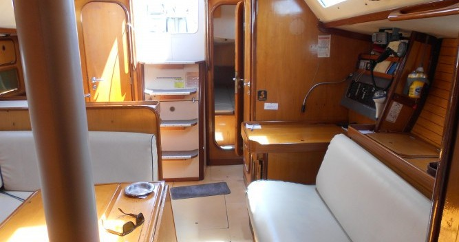 Alquiler de yate Atenas - Bénéteau Oceanis 390 en SamBoat