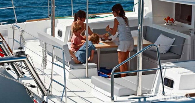 Alquiler de barcos Atenas barato de Lagoon 450