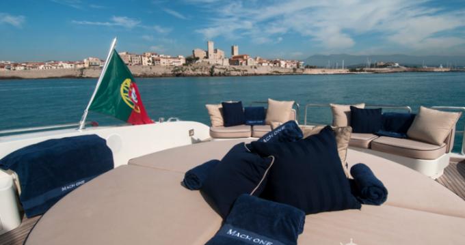 Alquiler de Mangusta 32 en Saint-Tropez