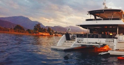 Alquiler de barcos Mykonos barato de Lagoon 630 Motor Yacht