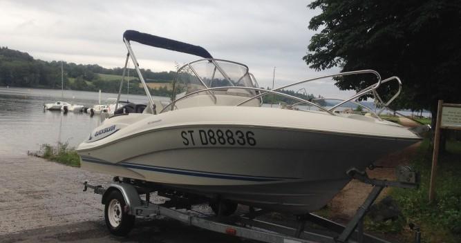 Alquiler de barcos Lac de Pareloup barato de Quicksilver 555 Commander