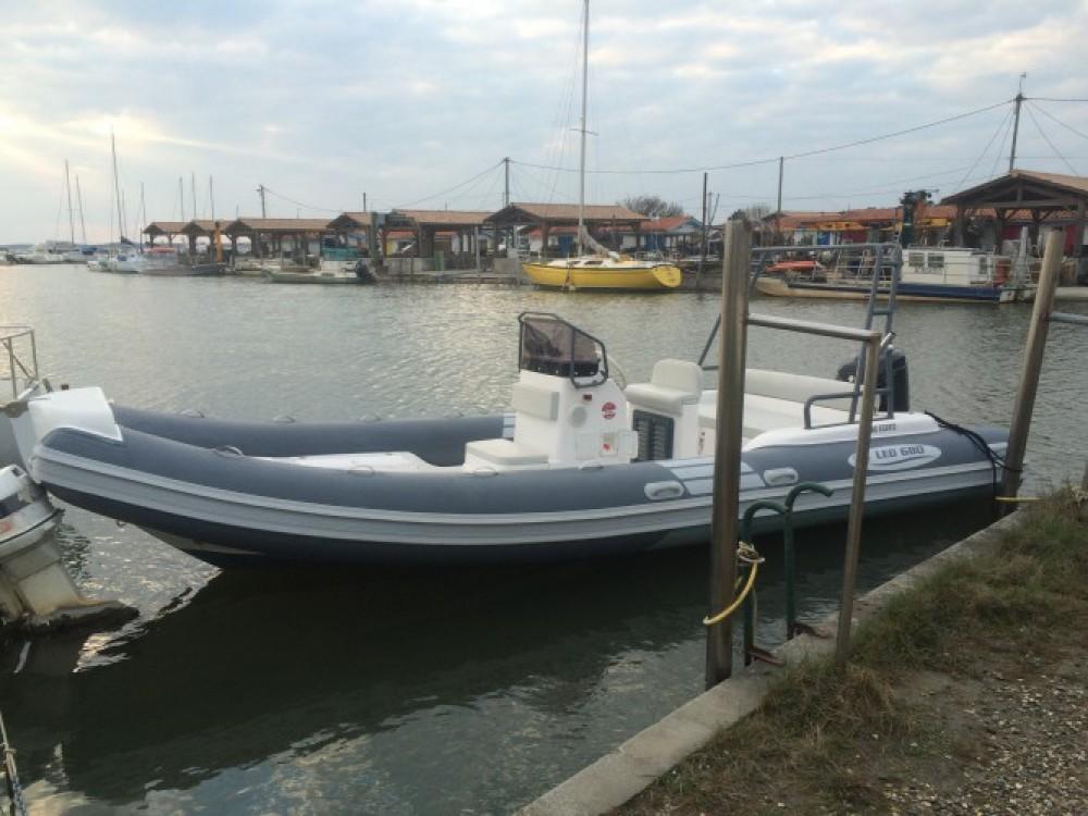 Alquiler Neumática Nautica Led con título de navegación