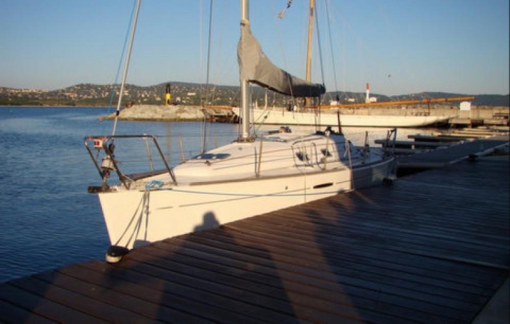 Alquiler de barcos Cavalaire-sur-Mer barato de First 31.7
