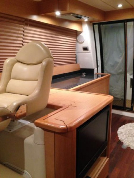 Alquiler Lancha Innovazione e Progetti con título de navegación
