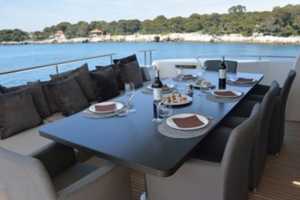 "Alquiler de barcos Cannes barato de 24.71 metres (81' 1"")"