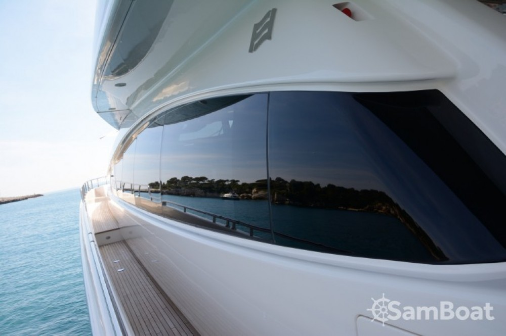"""Ferretti 24.71 metres (81' 1"""") entre particulares y profesional Cannes"""