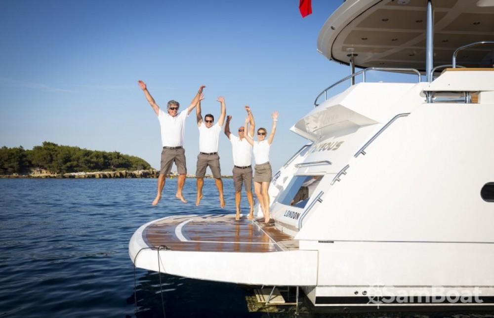 """Alquiler de Sunseeker 28.15 metres (92' 4"""") en Saint-Tropez"""