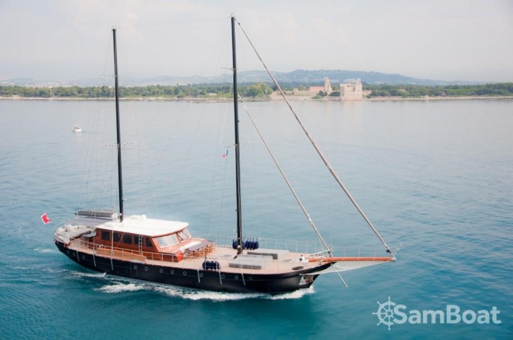 Alquiler de barcos Custom 32.00 metres (105') enCannes en Samboat