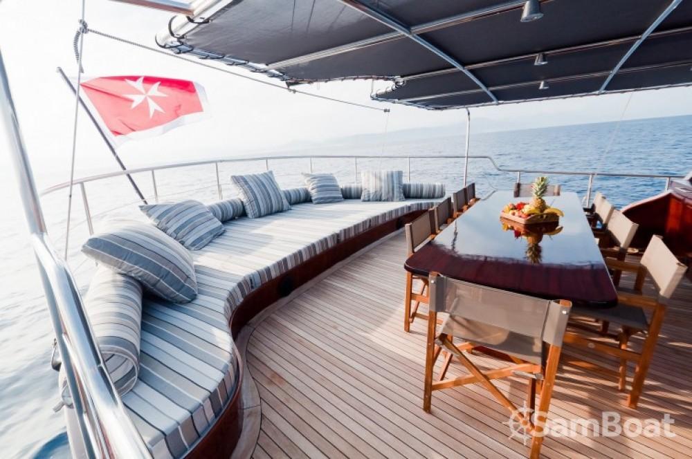 Alquiler de barcos Cannes barato de 32.00 metres (105')
