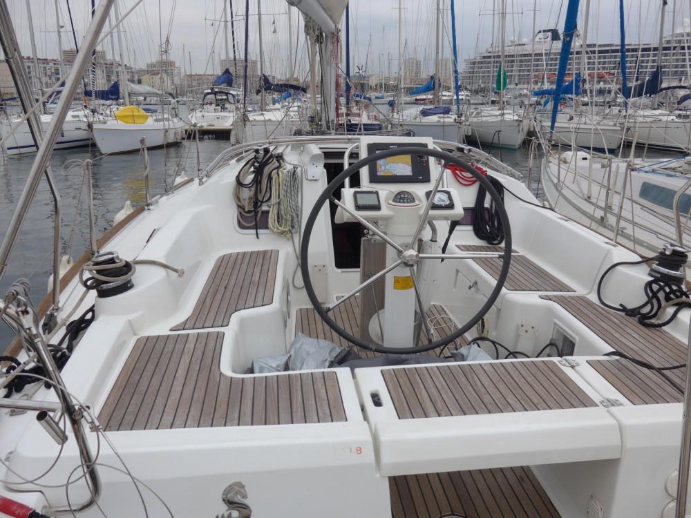 Alquiler de barcos Tolón barato de Oceanis 34 Elegance