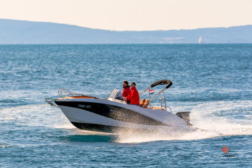 Alquiler de Okiboats Barracuda 545 Open en Split