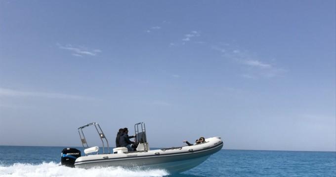 Alquiler de Neumática, con o sin patrón Mondial Marine Lefkada (Isla)