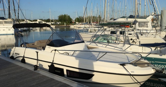 Alquiler de barcos Quicksilver Quicksilver 805 Sundeck enLa Forêt-Fouesnant en Samboat