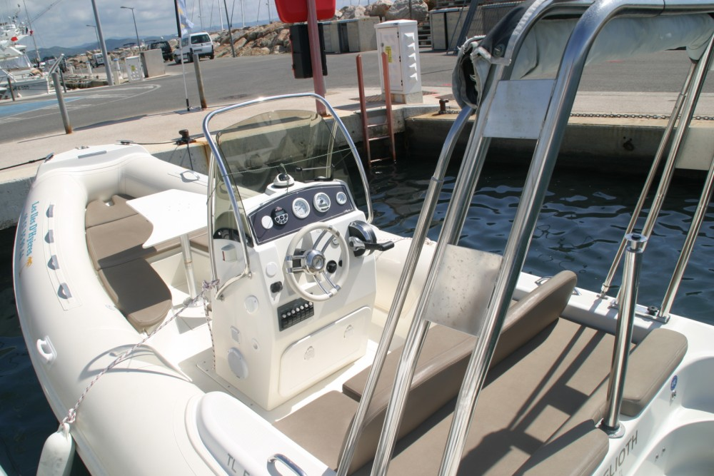 Alquiler de barcos Hyères barato de 590 freedom