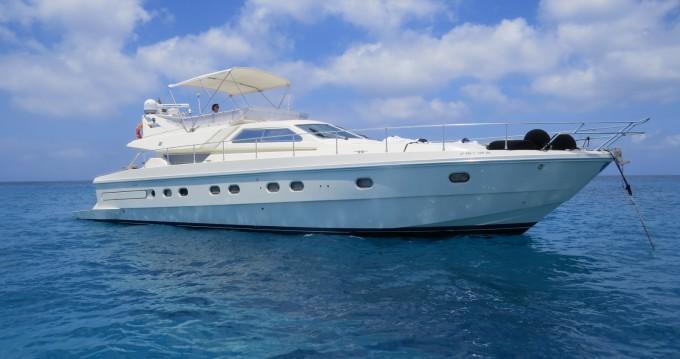Alquiler Yate Ferretti con título de navegación