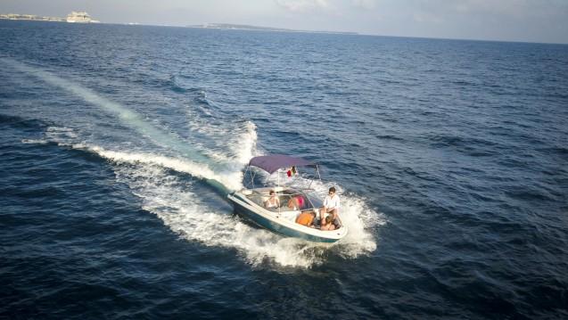 Alquiler Lancha Maxum con título de navegación