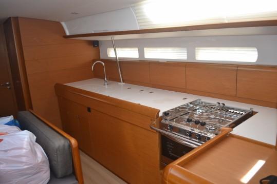Alquiler de barcos Vigo barato de Sun Odyssey 519