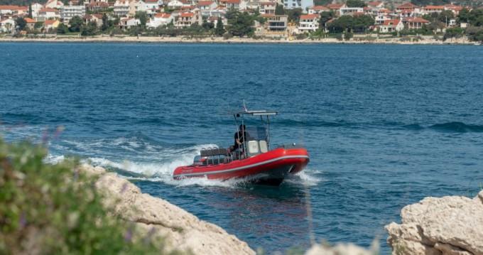 Alquiler Neumática Ris Marine con título de navegación