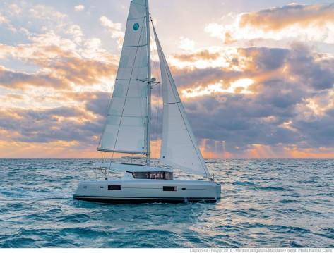 Alquiler de barcos Capo d'Orlando barato de Lagoon 42