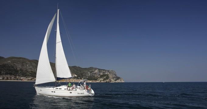 Alquiler de barcos Finale Ligure barato de Oceanis 423 Clipper
