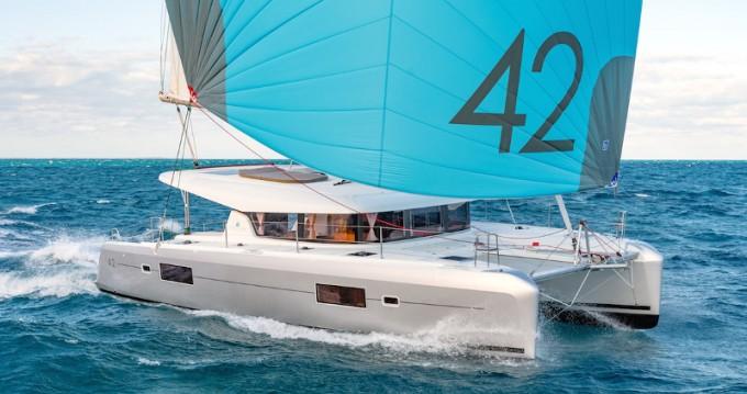Alquiler Catamarán Bali Catamarans con título de navegación