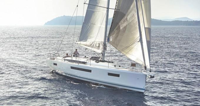 Jeanneau Sun Odyssey 440 entre particulares y profesional Lávrio