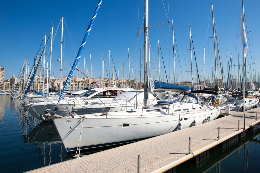 Alquiler de Bénéteau Oceanis 45 en Marsella
