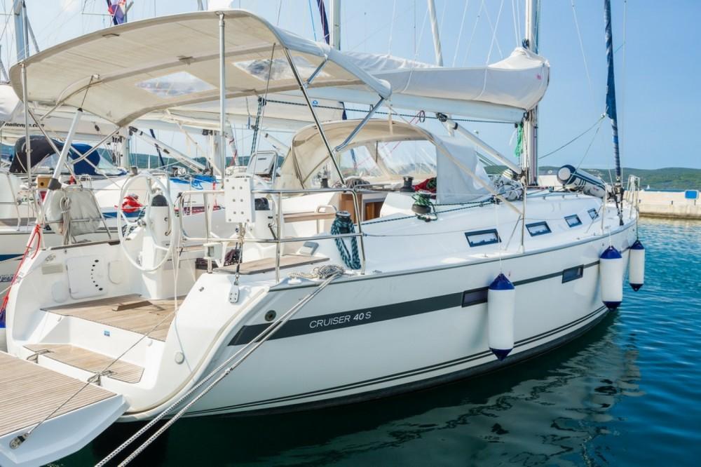 Alquiler de Bavaria Bavaria 40 Cruiser en Barcelona
