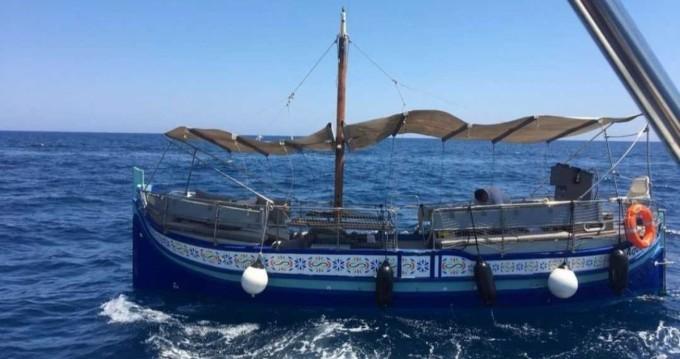 Traditional Maltese Luzzu Boat Luzzu entre particulares y profesional San Julián