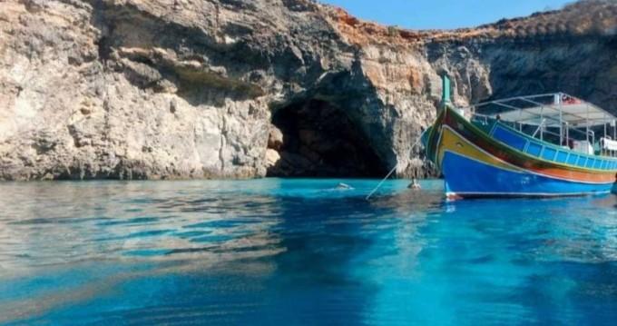 Alquiler de Lancha, con o sin patrón Traditional Maltese Luzzu Boat San Julián