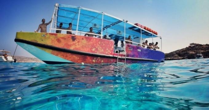 Alquiler Lancha Carvel Motor Ship con título de navegación