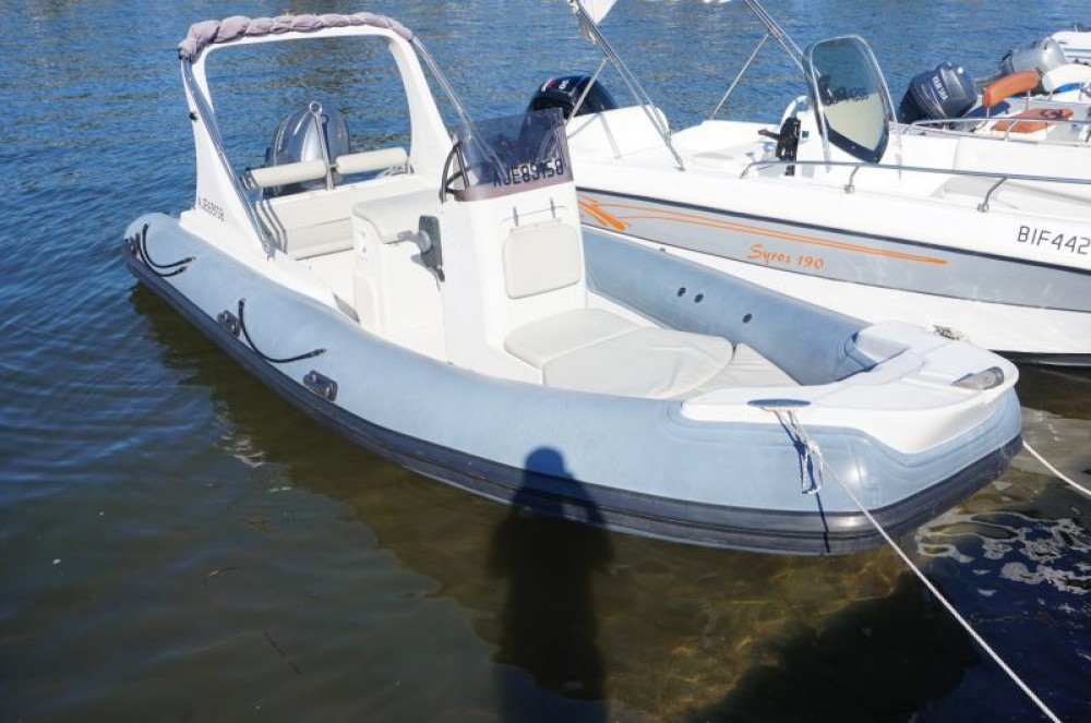 Alquiler de barcos 3D Tender Family 580 enSaint-Florent en Samboat