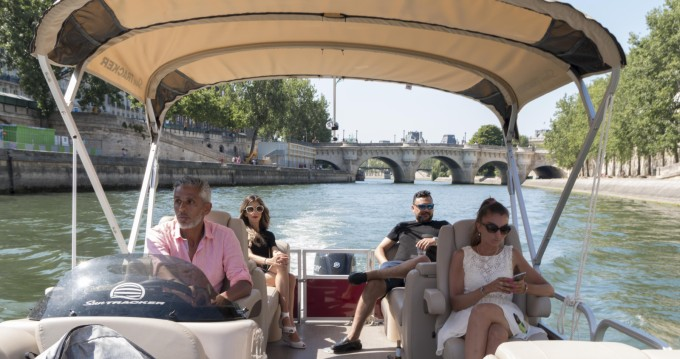 Alquiler de Suntracker Party Barge 24 en Paris