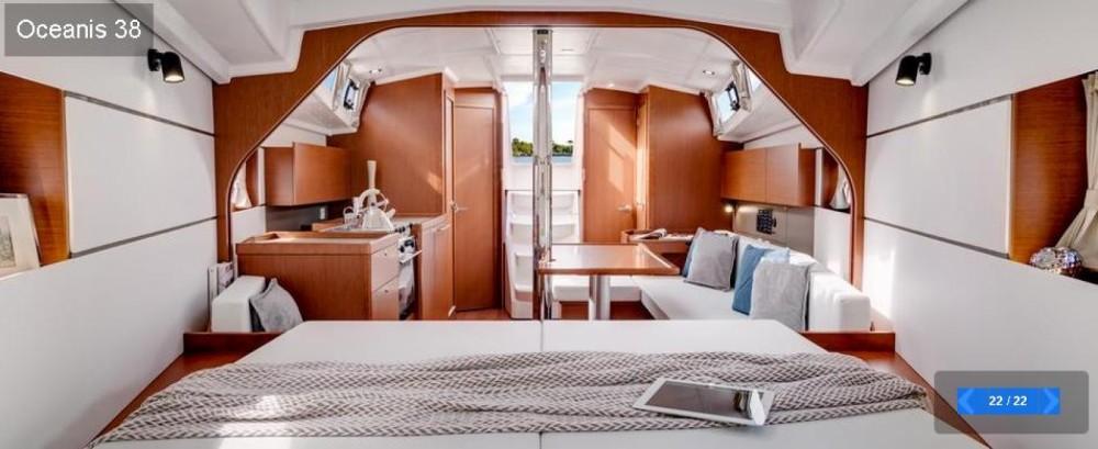 Alquiler de barcos Saint-Florent barato de Oceanis 38