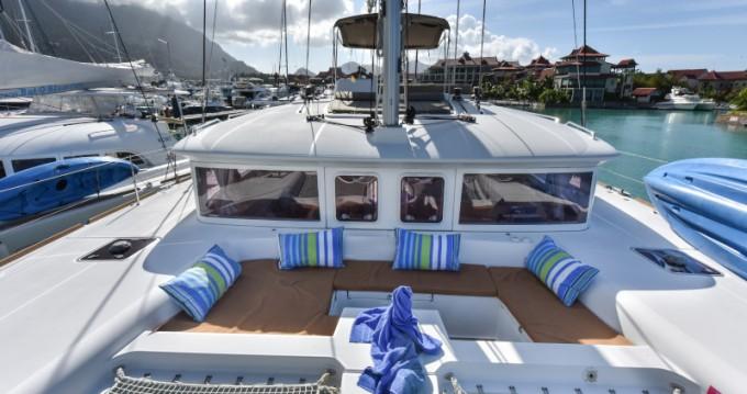 Alquiler de barcos Eden Island barato de Lagoon 450