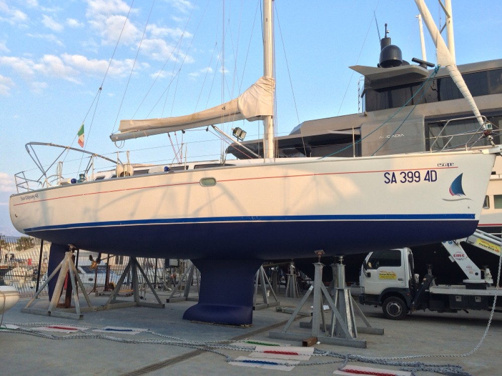 Jeanneau Sun Odyssey 43 entre particulares y profesional Marina d'Arechi