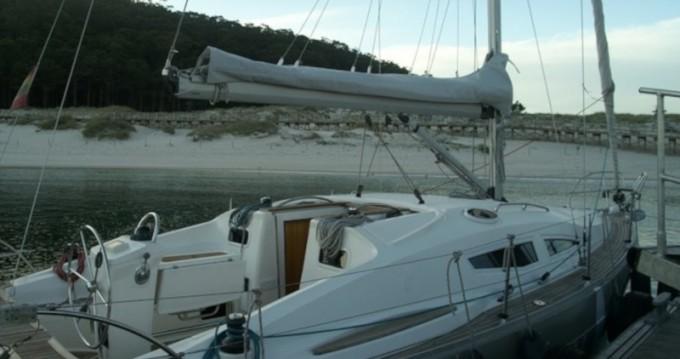 Alquiler Velero en Vigo - Elan Impression 344