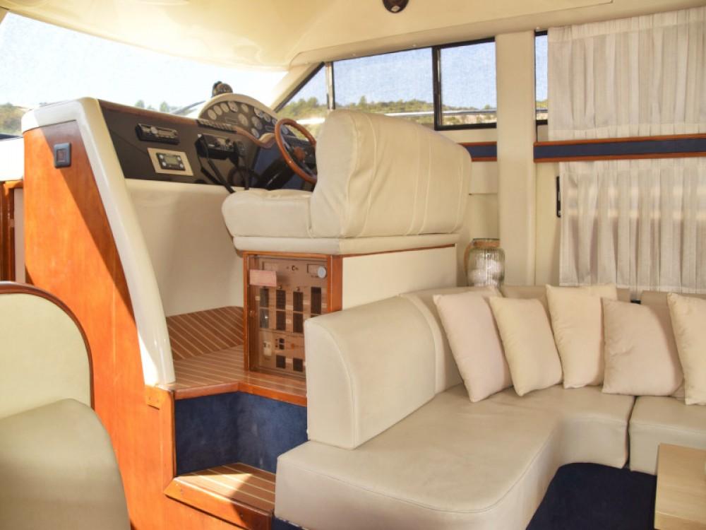 Alquiler de barcos Fairline Fairline Phantom 40 enPrimošten en Samboat