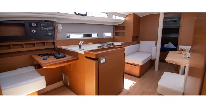 Jeanneau Sun Odyssey 410 entre particulares y profesional Lefkas Marina